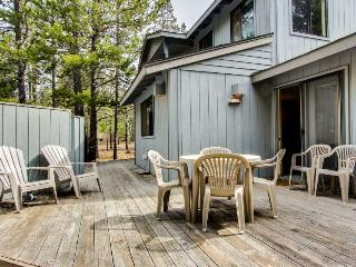 Bright, dog-friendly home with private hot tub & SHARC passes!