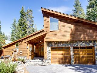 Mountain home w/ access to pool, hot tub, sauna, tennis, & more!