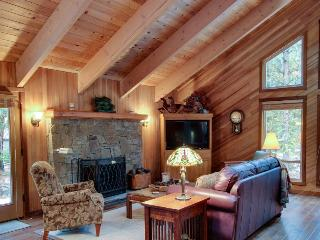Rustic elegance with chef's kitchen, private deck and shared pool & sauna, Black Butte Ranch
