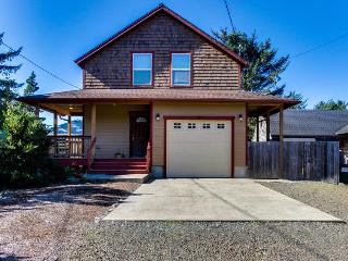Walk to the beach from this modern, pet-friendly 3-bed home!, Rockaway Beach