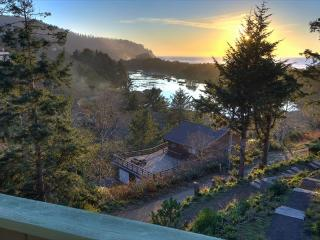 Cozy up and gaze at the ocean from this tasteful Oregon coast home., Neskowin