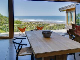 Unique and luxurious oceanview home with huge deck, amazing views, Neskowin