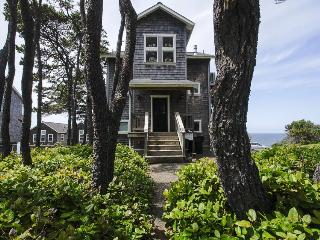 Pet-friendly, oceanview home with private hot tub, Gleneden Beach