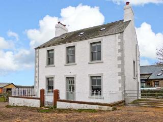 RACESIDE FARM, beautiful views, pet-friendly, spacious accommodation, in Kirksanton, Ref 22575