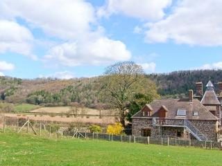 ROBIN'S NEST, pet friendly, beautiful views, character features, near Craven Arm