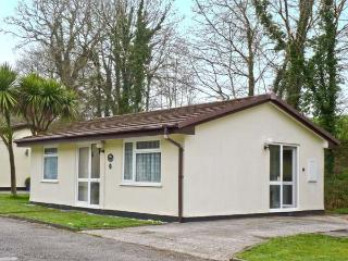 3 ROSECRADDOC LODGE WiFi, on-site fishing, great family cottage, near Liskeard R