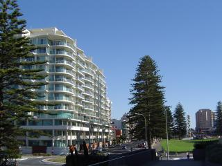 Glenelg Deluxe Apartment