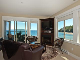 Spectacular Five Star Oceanfront Penthouse, Nanaimo