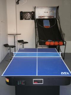 Games Room w Basketball Toss, Air Hockey Ping Pong, Darts