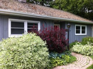Goodwin Cottage, cozy 2 bedroom cottage with firep, Niagara-on-the-Lake