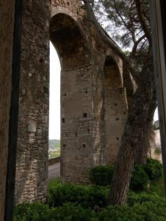 The tract of aqueduct arches just before the house