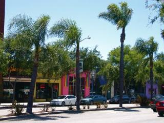 West Hollywood Bungalow Experience~BEST Location!
