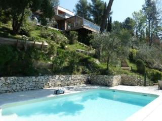 Beautiful 6 Bedroom Provence House with a Pool