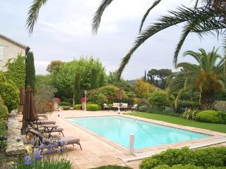 Beautiful, Exclusive Mougins Villa with a Grill and Pool, Near Cannes
