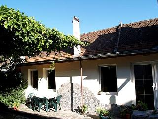 Holiday house for 2-5 persons, urban oasis in city, Brasov