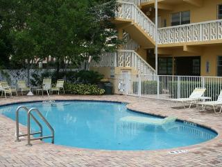 Waterfront Condo newly renovated walkable to beach