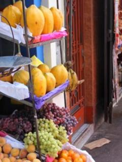 Buy fresh fruit, meat and groceries 3 minutes from home