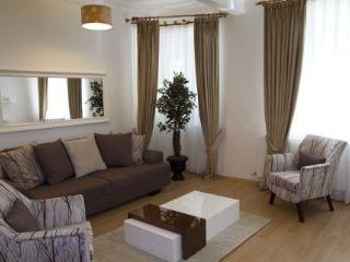 3 BEDROOM APARTMENT - BUDGET AND LUX-GOOD LOCATION, Estambul