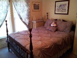 Antique Queen Bedroom Andrea's Bed and Breakfast, Chutes du Niagara