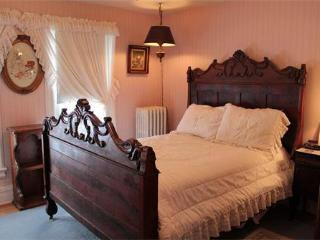 Antique Double Bedroom Andrea's Bed and Breakfast