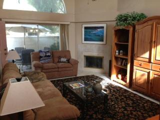 Beautifully Furnished Quiet 2 Bdrm Patio Home, Chandler