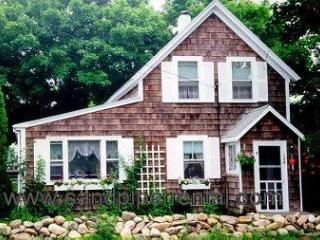 #841 Sunny, Adorable Home Is Filled With Vineyard Charm, Oak Bluffs