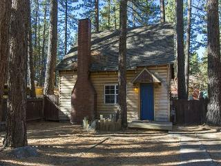 Darling 'old time Tahoe' log cabin in the heart of town!
