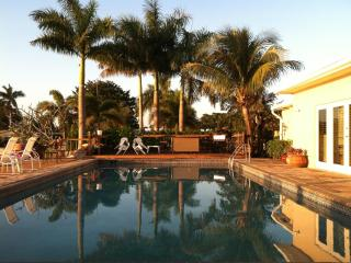 ~ ~ ~ TROPICAL POOL HOME on TRANQUIL LAKE ~ ~ ~, Fort Lauderdale