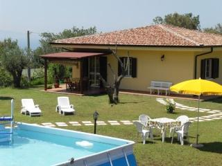 Girasole in villa with pool, quiet area near sea Tropea Capo Vaticano