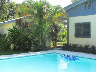 BELIZE   B & B with POOL  -interior