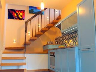 CR100CDT - new modern house comfortable