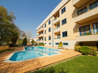'Beach and Pool Getaway', Near the beach, Fresh Ambience, Shared Pool (Sleeps 8)