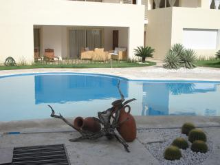 2BR APT POOL + PRIVATE BEACH, 107 sqm, Bavaro