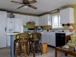 full kitchen/living area w/sleeper