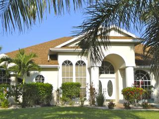 Villa TauroZorro, sw-facing, pool/spa, Gulf access, Cape Coral