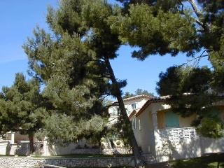 Cozy 2 Bedroom Flat with a Pool, Provence, Maussane-les-Alpilles