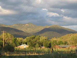 Writer's Cabin on goji berry farm, close to Taos
