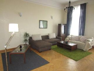 Oktogon Andrassy Classic Apartment - Up to 7 Guests, Budapest