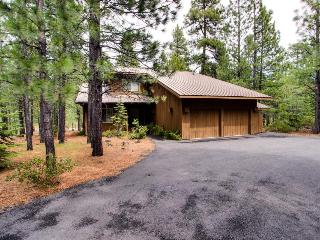 NW contemporary getaway with shared pool, hot tub, and other resort amenities!