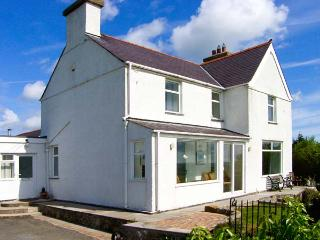 CARTREFLE, two woodburners, en-suite bathroom, detached property, in Benllech