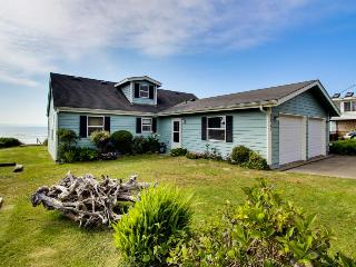 Oceanfront home w/ a private deck, amazing views & private stairs to the beach!, Yachats