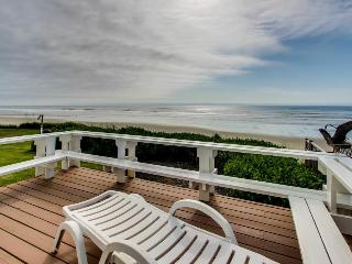 Oceanfront, great water views, WiFi!, Yachats