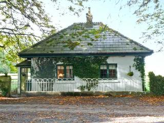 LISDONAGH GATEHOUSE, detached cottage, multi-fuel stove, gardens, in Caherlistrane, Ref 20732