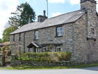 TOWN END COTTAGE, open fire, fantastic touring base, in Witherslack, Ref. 23921