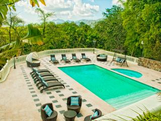 Luxury Villa w/ Pool, 2 Jacuzzis and River!, Santo Domingo