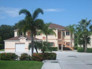 Lovely  furnished 2 BR/2 b second floor condo, Sarasota