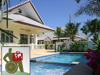 Coconut WHEELCHAIR ACCESSIBLE Pool villa serviced., Hua Hin