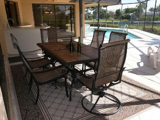 Peaceful retreat w/ heated pool, hot tub & direct access to Gulf of Mexico, Marco Island