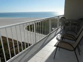 Relaxing beachfront condo w/ heated pool & awe-inspiring ocean views, Île de Marco