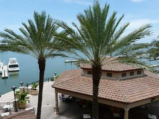 Luxurious Esplanade condo overlooking Smokehouse Bay, Isla Marco